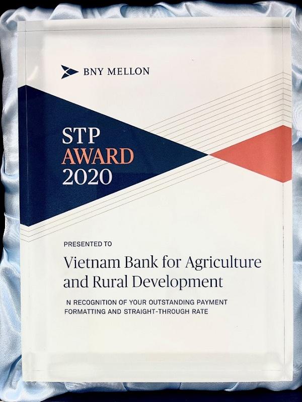 """Agribank nhận giải thưởng """"Tỷ lệ điện thanh toán chuẩn xuất sắc năm 2020"""" do Ngân hàng The Bank of New York Mellon (BNY Mellon) trao tặng"""