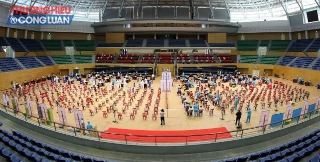 Thành phố Đà Nẵng tổ chức tiêm vaccine với quy mô lớn tại Cung thể thao Tiên Sơn