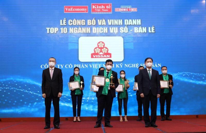 Đại diện Công ty VISSAN nhận giải