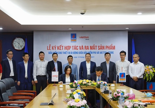 Lãnh đạo Bảo hiểm PVI và Viettel Store chứng kiến lễ ký kết và ra mắt gói Bảo hiểm cho thiết bị điện tử